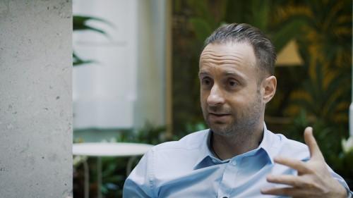 Így úszd meg a mellfelvarrást! - interjú Dr. Varga Zsomborral